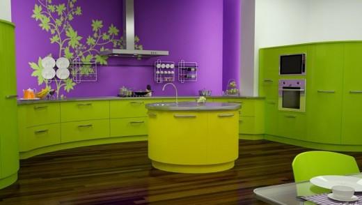Сочетание фиолетового и зеленого на кухне