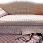 Чистим диван правильно. Полезные советы по выведению различных пятен.