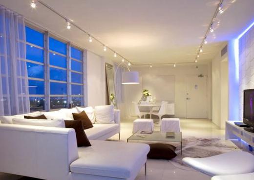 Роль светильников в зонировании гостиной