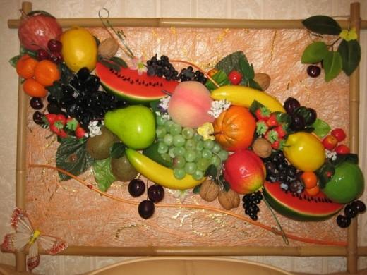 Композиция из искусственных фруктов
